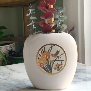 Petit vntg Japanese hummingbird vase